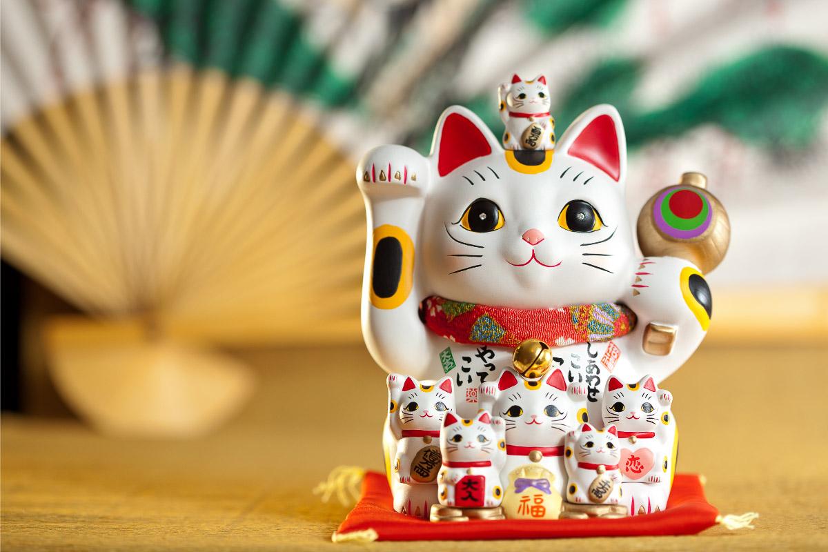 japanese happy cat statue